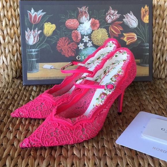 d6a1c87fc7f9c BNIB Gucci Virginia Pink Lace Pumps 39.5 8.5-9M